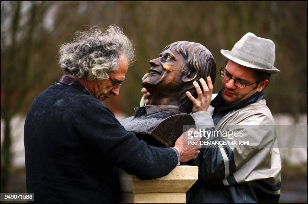 Pose du buste de C Jerome au Zenith de Nancy Pose du buste de C Jerome au Zenith de Nancy