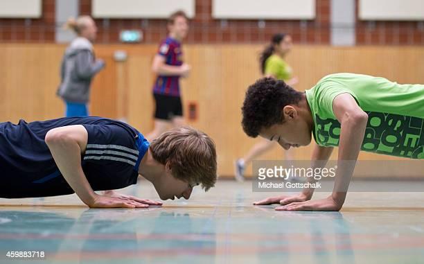 Posed scene Students doing pushups during physical education at the GeorgChristophLichtenbergGesamtschule IGS Goettingen on September 19 in...