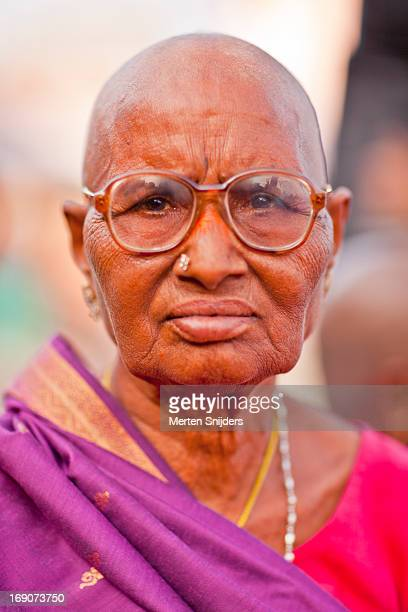 posing south indian nun with glasses - merten snijders - fotografias e filmes do acervo