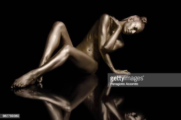 posing woman with painted body - body paint fotografías e imágenes de stock