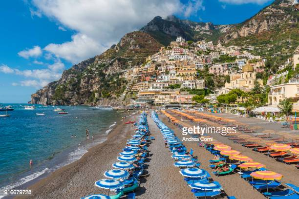 positano and the main beach. positano, amalfi coast, salerno, campania, italy - sombrilla de playa fotografías e imágenes de stock