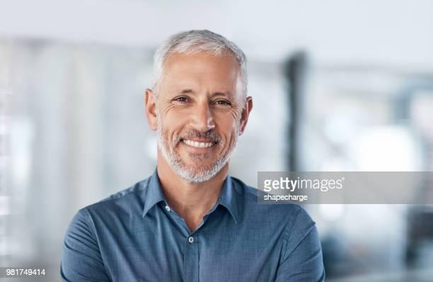positief en professioneel, alles wat je in een ondernemer wilt - onscherpe achtergrond stockfoto's en -beelden