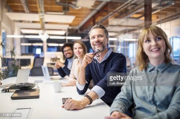 positive business team attending video conference - engagement des employés photos et images de collection