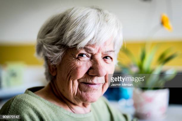 positive senior woman - 80 89 years stock pictures, royalty-free photos & images