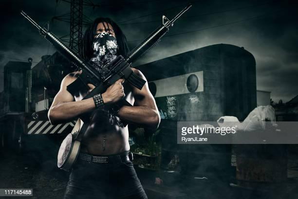post apocalyptic homem com armas automáticas - metralhadora imagens e fotografias de stock