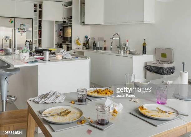 post dinner dining table - schmutzig stock-fotos und bilder