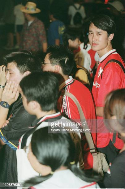 Post reporter Chow Chunyan among the crowd of Manchester United fans wait for the arrival of the team in Harbour Plaza Hotel
