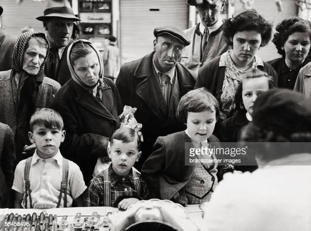 Post war period the Kalvarienbergmarkt in Vienna's 17th district Photography Vienna 1950 [Nachkriegszeit Kalvarienbergmarkt in Wien XVII Photographie...
