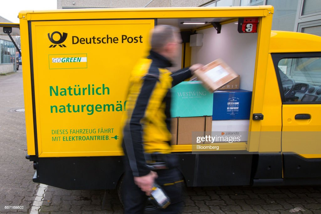 Deutsche Post AG Unveils Electric StreetScooter : Fotografía de noticias