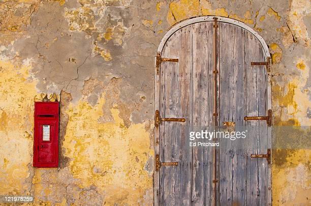 postbox with doorway - insel gozo malta stock-fotos und bilder