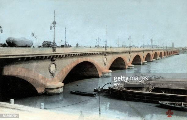Postcard Bordeaux Le pont de Pierre 1904