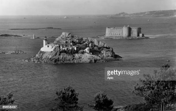 Postcard Carantec bretagne castle of the bull and Ile Louet 1956 edition Gaby