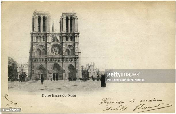 Postcard depicting the Cathedral of Notre Dame; in a handwritten note, the greetings from Paris. Photocollograph, France, Paris 1902.