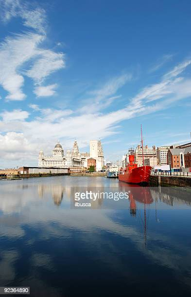 postcard from liverpool - portrait - liverpool stockfoto's en -beelden