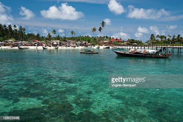 postcard from mabul island - ilha de mabul imagens e fotografias de stock