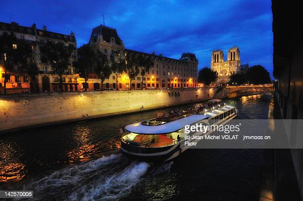 postcard from paris - tourboat stock pictures, royalty-free photos & images