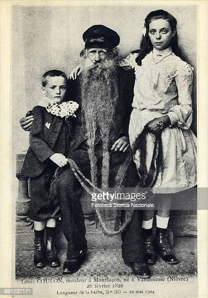 Postcard with portrait of Louis Coulon toolmaker at Montlucon born in Vandenesse February 26 1826 Beard length 330 meters at the age of 78 years A...