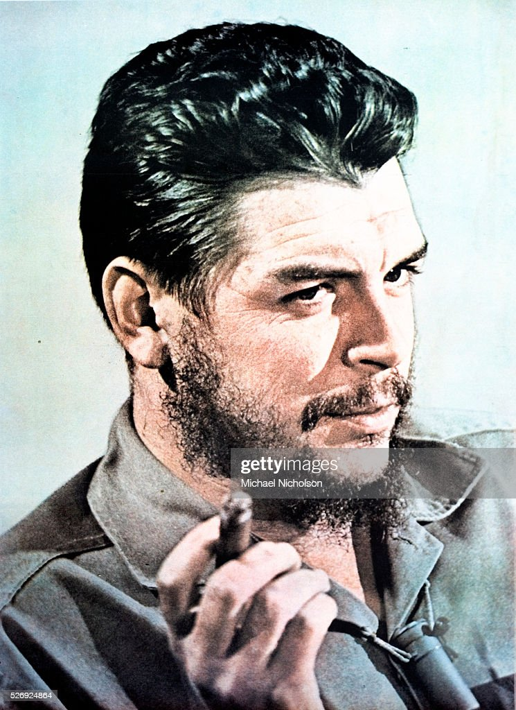 Poster portrait of Che Guevara smoking a cigar : Photo d'actualité