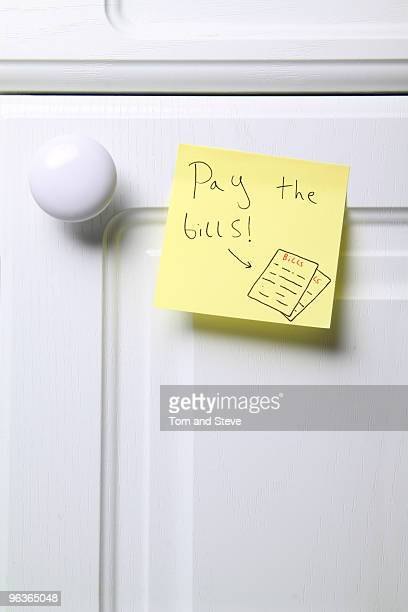 Post-it note - Pay the Bills