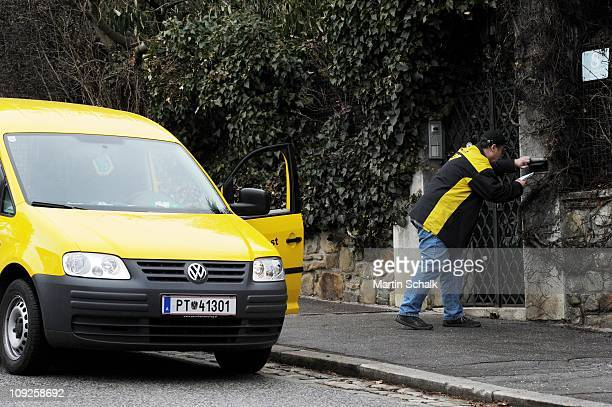 A postman delivers mail at the villa of Peter Alexander Ferdinand Maximilian Neumayer alias Peter Alexander at Vienna 19th district Doebling on...