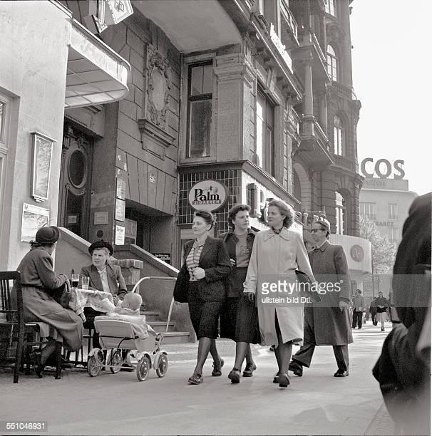 Postwar period in Berlin Pedestrians at the Kurfürstendamm infornt of the house 214 Photographer Ernst Hahn