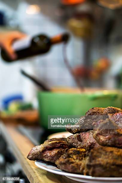 pot roast - eingießen stock pictures, royalty-free photos & images