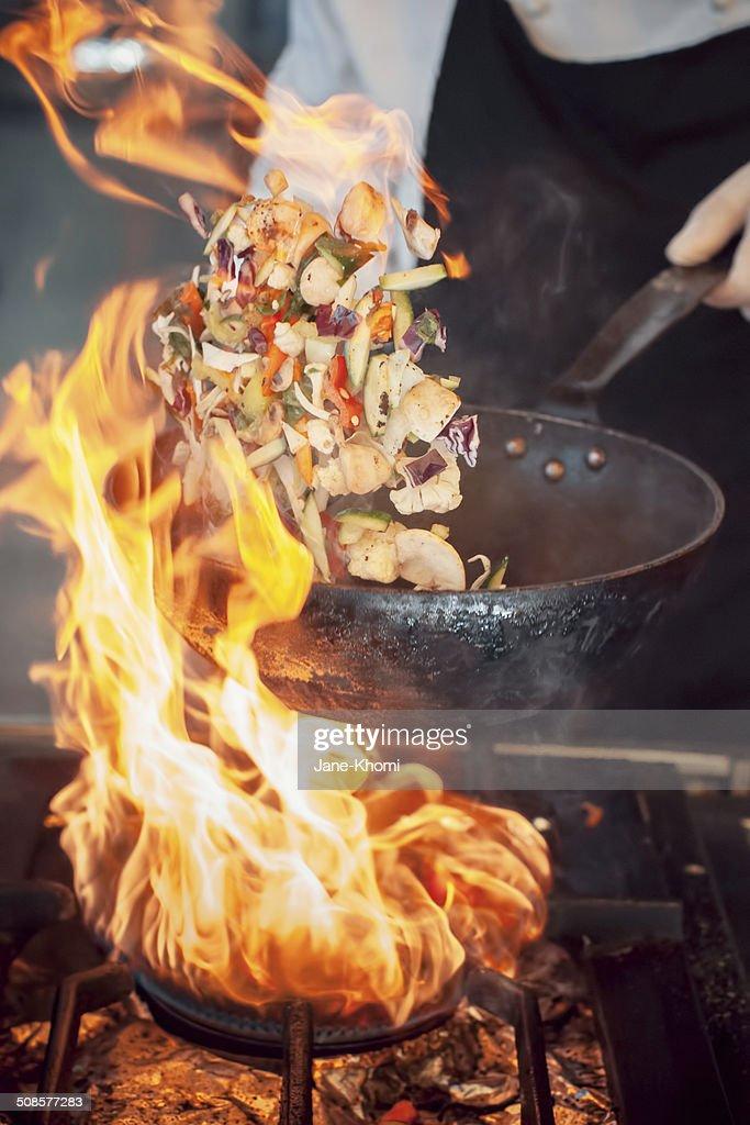 Pentola con fuoco : Foto stock