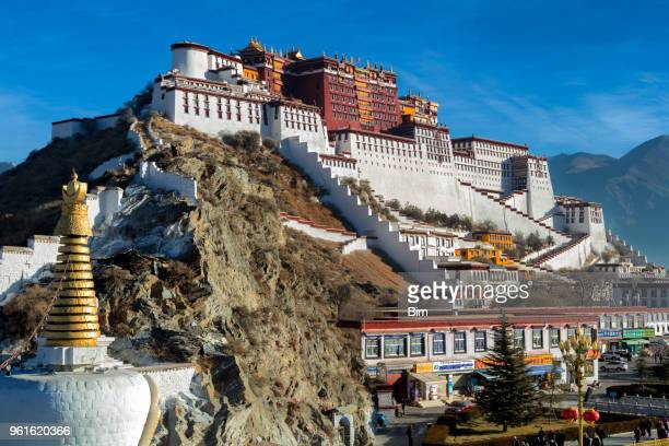 potala monastery in lhasa, tibet autonomous region, china - palace stock pictures, royalty-free photos & images