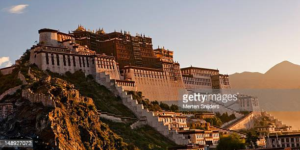 potala palace. - merten snijders stock pictures, royalty-free photos & images