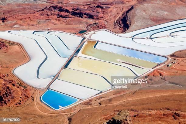 カリ ミネラル塩の池 - ソルトポンド ストックフォトと画像