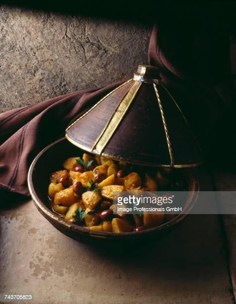 potato and olive tajine - tajine fotografías e imágenes de stock