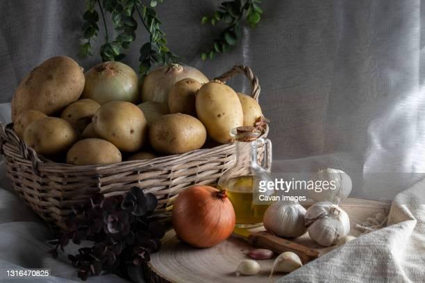 potato basket on white background horizontal - 根菜 ストックフォトと画像