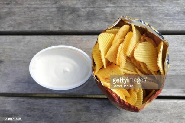 potato chips in a bag with a dip - rafael ben ari bildbanksfoton och bilder