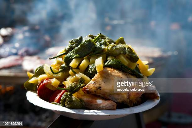 potatoes, chicken and peppers in a meal composition in a traditional market - carne assada imagens e fotografias de stock