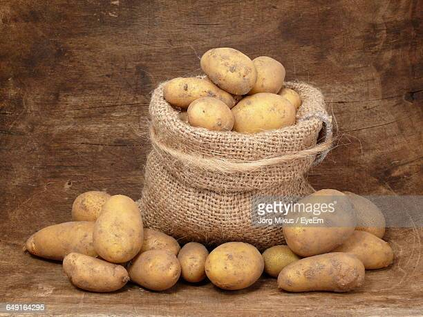 potatoes in sack - sack stock pictures, royalty-free photos & images