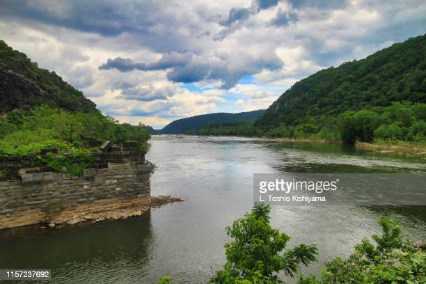 potomac river in harpers ferry, west virginia - protohistory_of_west_virginia stock pictures, royalty-free photos & images