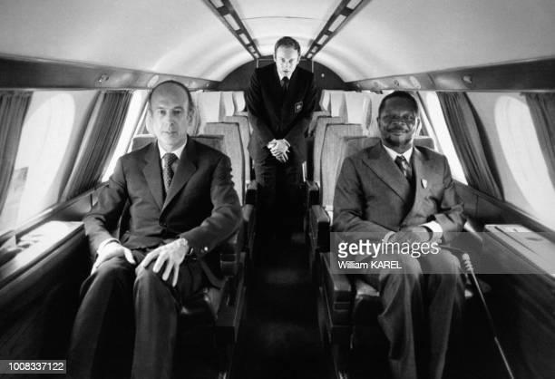 Potrait de Valéry Giscard d'Estaing et de JeanBédel Bokassa dans l'avion Mystère 20 qui les ramène à la capitale après une partie de chasse le 7 mars...