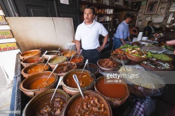 pots of traditional guatemalan food - guatemala fotografías e imágenes de stock