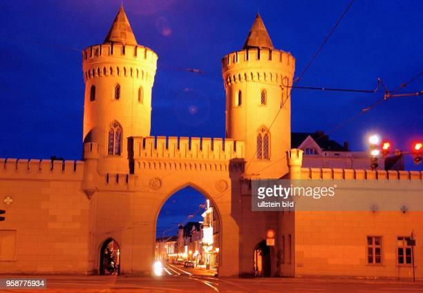 Potsdam das Nauener Tor Frontal Ansicht nachts Stadtansicht