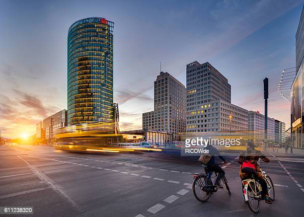 potsdamer platz at sunset with traffic - verkehrswesen stock-fotos und bilder