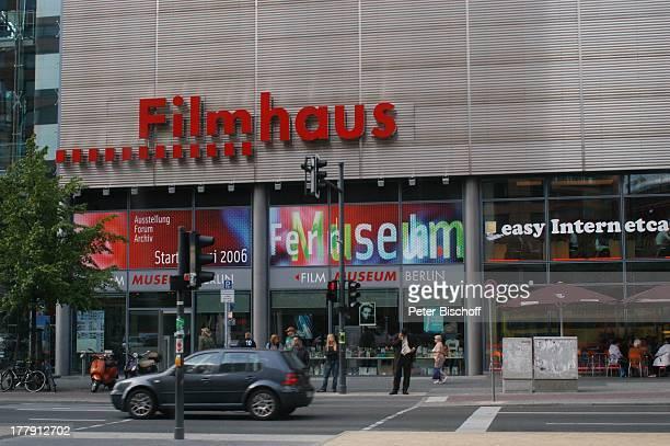 Potsdamer Platz Filmhaus Filmmuseum Berlin Berlin Mitte Deutschland Europa Bauwerk FußgängerAmpel moderne Architektur Reise