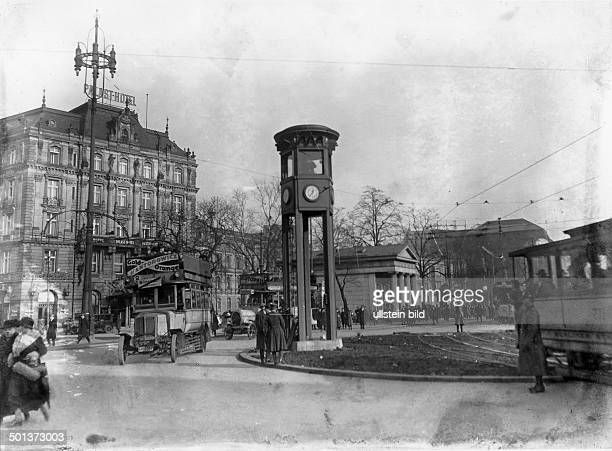 Potsdamer Platz, roundabout with traffic tower. Palast Hotel in the background. - around 1930