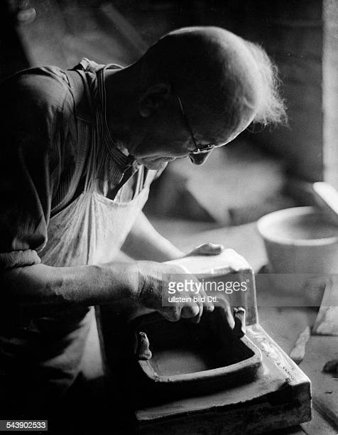 Potter making a cast for stove tiles Photographer Ullmann Published by 'Hier Berlin' 14/1936Vintage property of ullstein bild