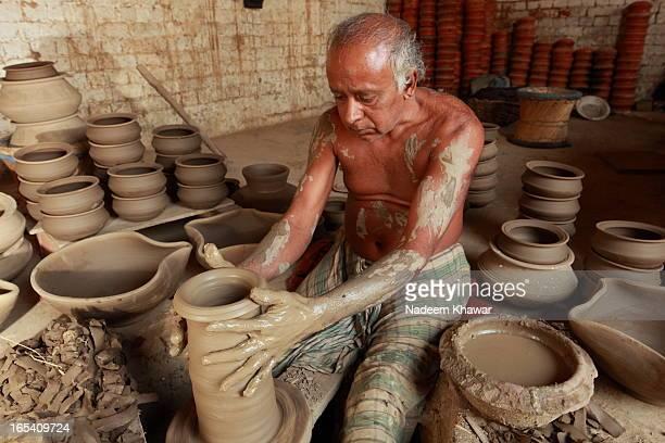 CONTENT] A potter making Jar of Terra near Lahore Punjab Pakistan