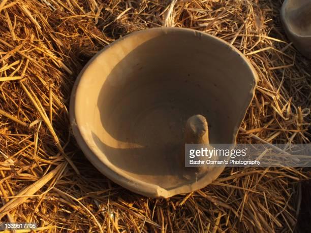 pottery maker at work - スィンド州 ストックフォトと画像