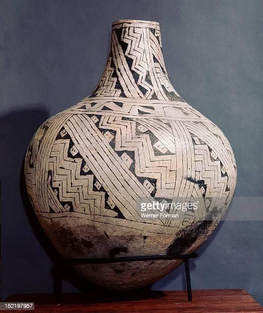 Pottery vase with black on white geometric design, USA. Mogollon/Anasazi culture. C 1000 AD.