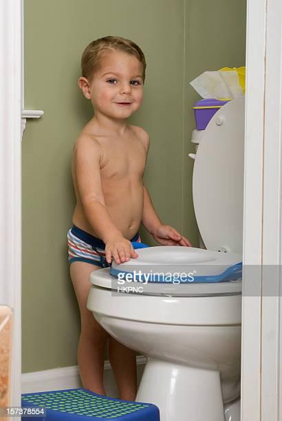 Treino Do bacio Criança pequena na casa de banho mostrar o que fazer
