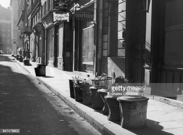 Poubelles dans les rues de Paris Année 50