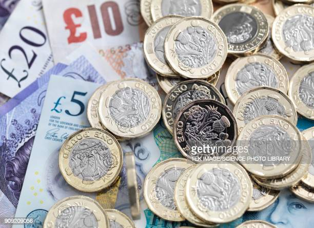 pound coins and bank notes - british pound sterling note stock pictures, royalty-free photos & images