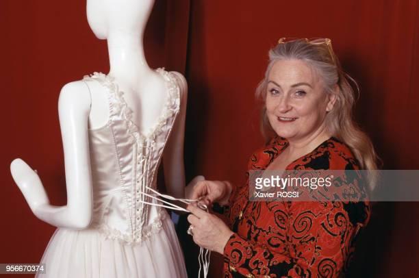 Poupie Cadolle directrice de la maison Cadolle a relancé avec succès la tradition du corset lacé avril 1997 Paris France